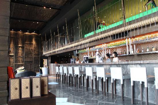 Centara Grand Mirage Beach Resort Pattaya : The lovely but always empty Zulu bar