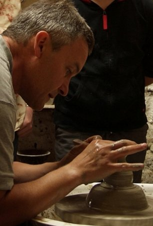 Kinsale Pottery and Arts Centre: Adrian demonstrates throwing on the potter's wheel