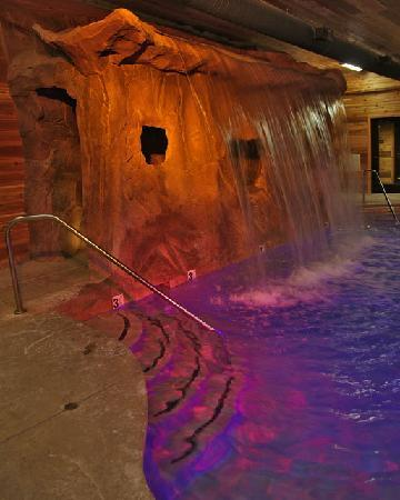 Grand Lodge at Brian Head: Indoor Pool and Waterfall