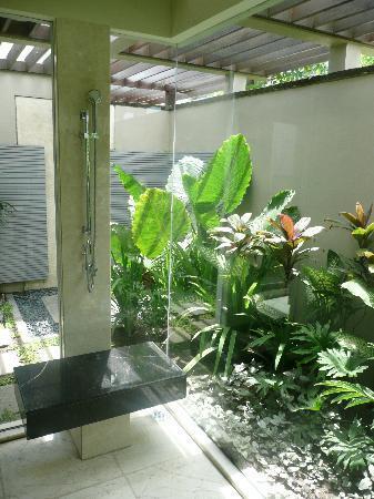 Banyan Tree Ungasan, Bali: Shower