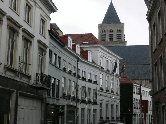 Hotel Navarra Brugge: View From The Street
