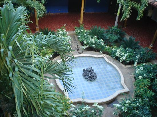 Miss Margrit's Guest House: inner courtyard