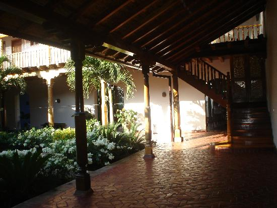 Miss Margrit's Guest House: expansive walkways around courtyard