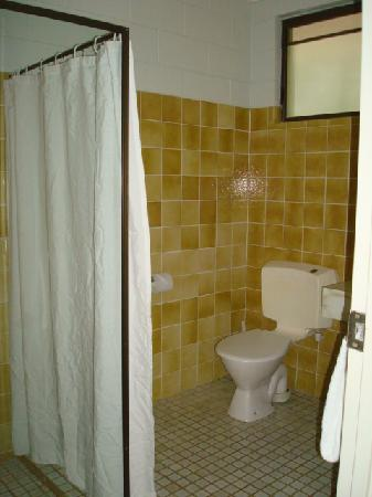 Kondari Resort Hervey Bay: First room - bathroom