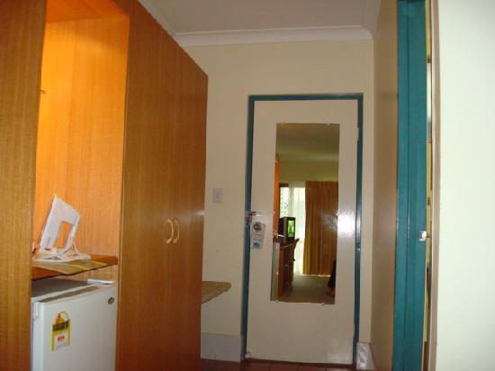Kondari Resort Hervey Bay: Last room - view towards door