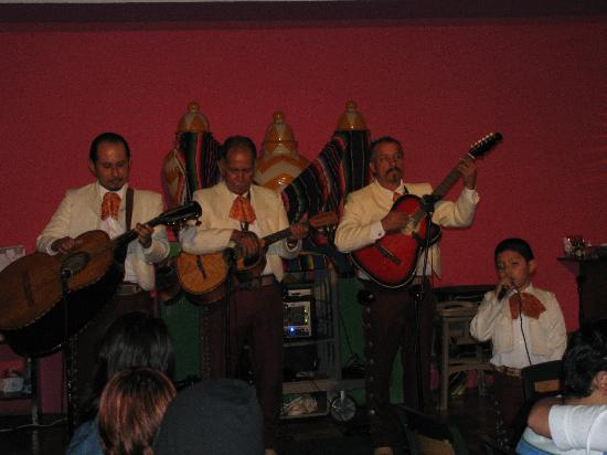 Hotel Decameron Los Cocos : Singers at the Buffet on Mexican Night