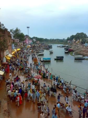 Chitrakoot, India: CHITRAKUT  DIA DE SHIVA Y LUNA NUEVA