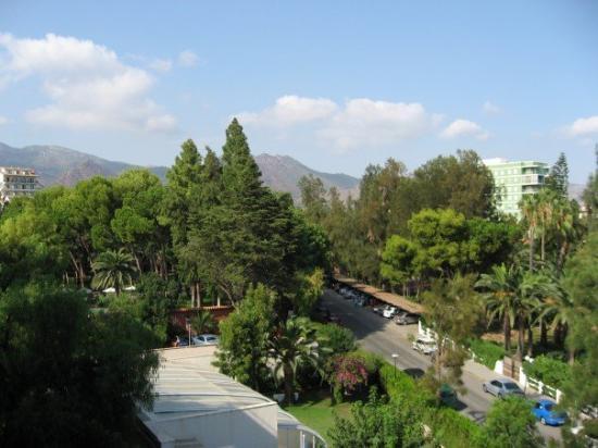 Intur Azor: Utsikt från balkongen, mot bergen