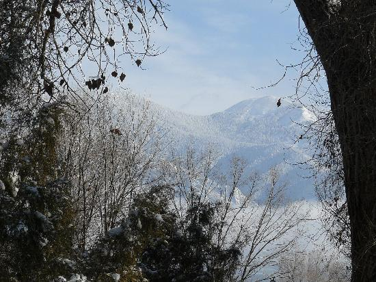 Touchstone Inn: view of taos mountain from room