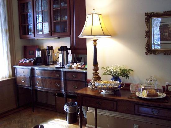 The Lafayette Inn: coffee bar in the salon