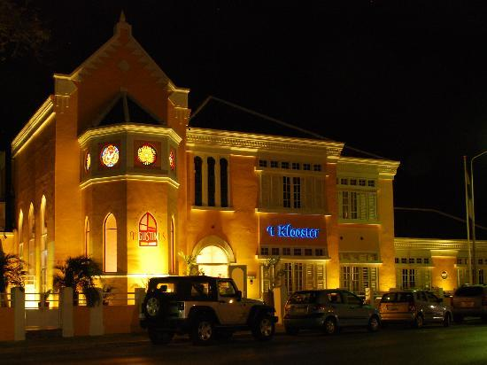 Boutique Hotel 't Klooster: Night view of the hotel