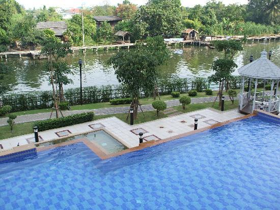 Sukanya Condos: Nice big pool