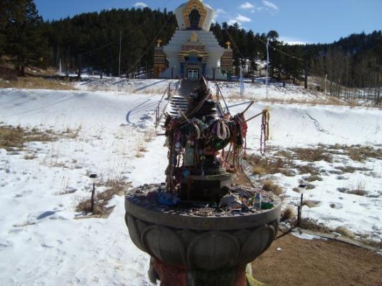 Shambhala Mountain Center : Offerings before the Great Stupa