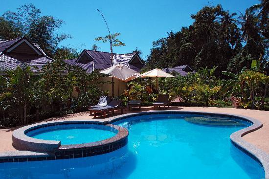 Sunda Resort: Une des deux piscines