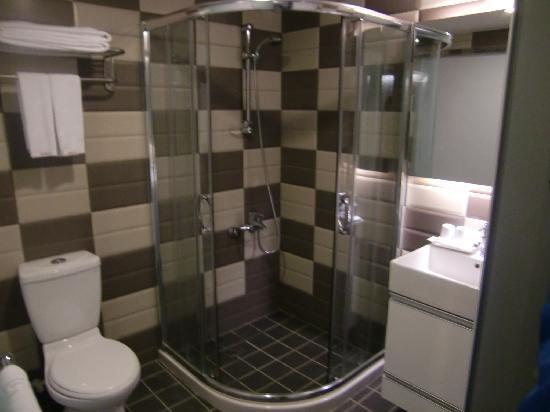 Longstay Hotel: The Bathroom