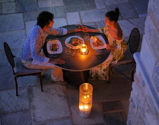 Valeni Boutique Hotel: Dining