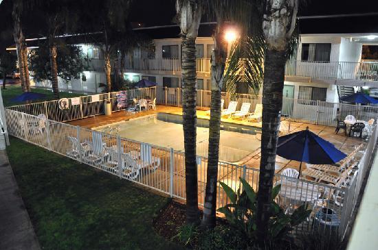 Motel 6 Bakersfield Airport: Nice pool
