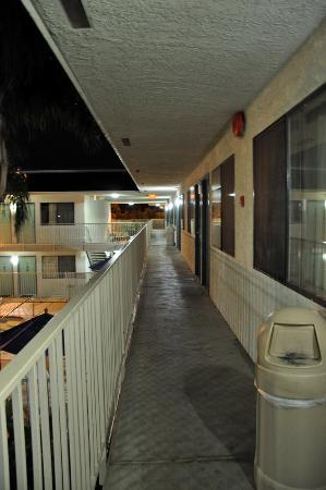 Motel 6 Bakersfield Airport: Outdoor corridors, I took this at 5am after the party next door was over.