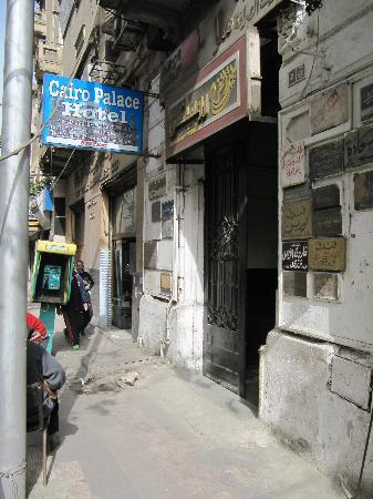 Cairo Palace: Strasseneingang