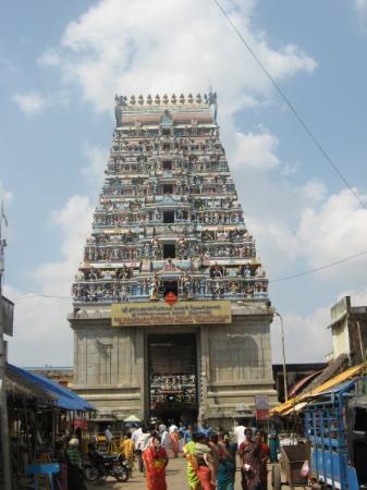 Karaikal, Indie: Уникальный во всей Индии храм Сатурна     (Шанишвар Мандир).   Согласно ведической астрологии