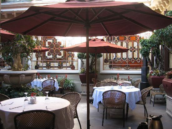 Hotel Grano de Oro San Jose: Grano de Oro courtyard restaurant