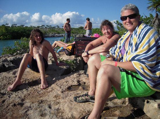 Yal-ku Lagoon: Yal ku rocks