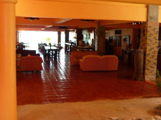 Apo Idon Beach Hotel: hotel lobby
