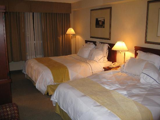 Radisson Hotel Kitchener: Room with 2 double beds