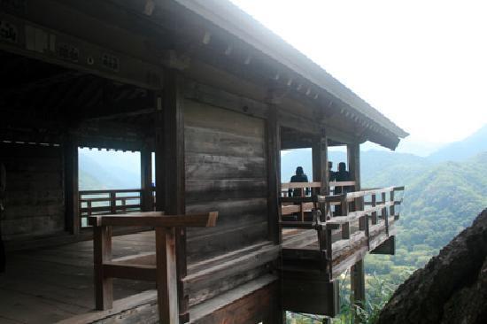 Risshaku-ji Temple: 五大堂から。。