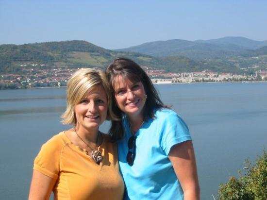 Drobeta-Turnu Severin, Rumania: Christi and Tricia in Romania