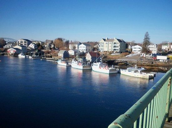 Kittery, Мэн: on the bridge between Portsmouth, NH and Kttery, ME