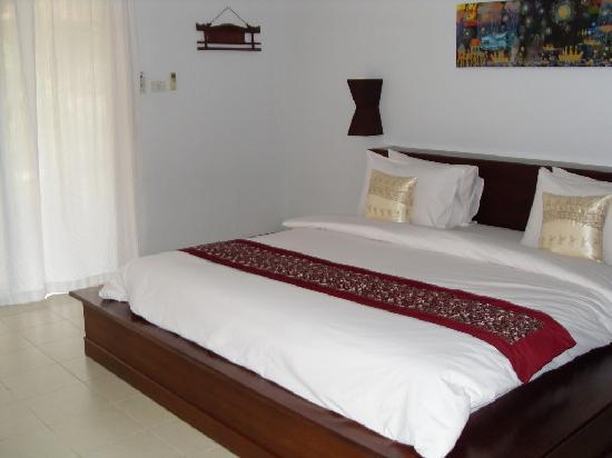 Chaw Ka Cher Tropicana Lanta Resort: big, comfy bed