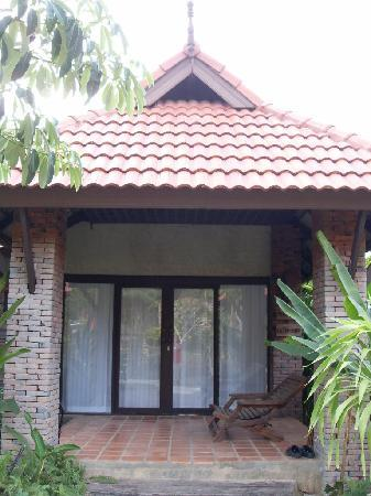 Chaw Ka Cher Tropicana Lanta Resort: our bungalow