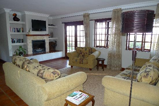 Fynbos Ridge Country House & Cottages: Gazania Cottage - Living Room