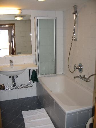 Residence Chalet Eberhoefer: Badezimmer der Wohnung