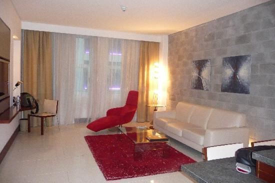 Villa Rotana - Dubai: one-bedroom suite - living room