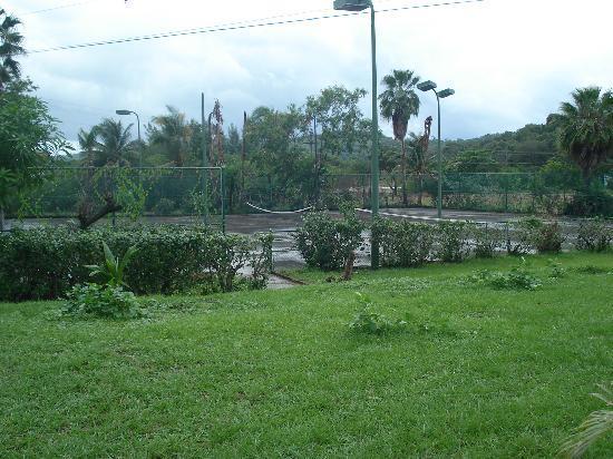 Fantasy Island Beach Resort: campo da tennis