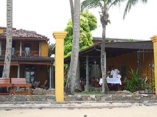 Villa Kusum : der tisch wird gedeckt