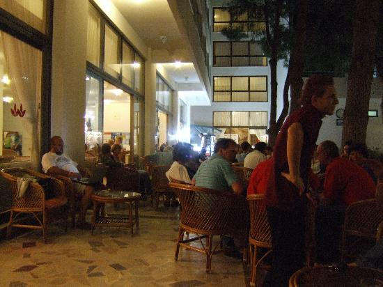 Grand Efe Hotel: Outside at night