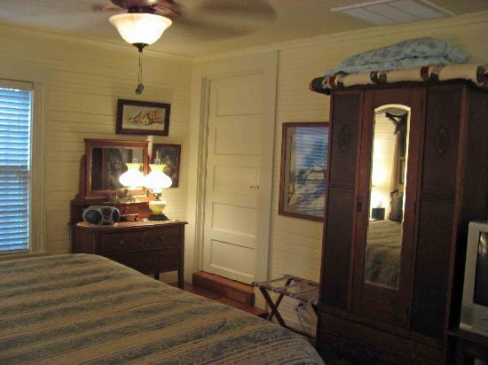 Two Wee Cottages Bed & Breakfast: Elegant comfort