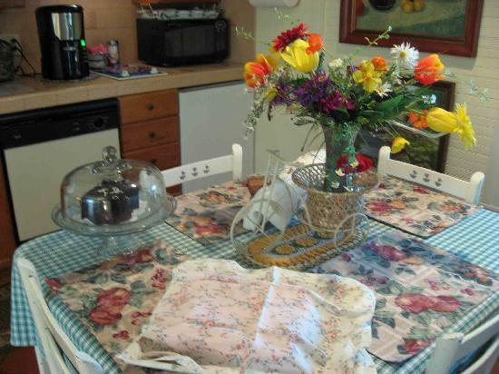 Two Wee Cottages Bed & Breakfast: Food is terrific