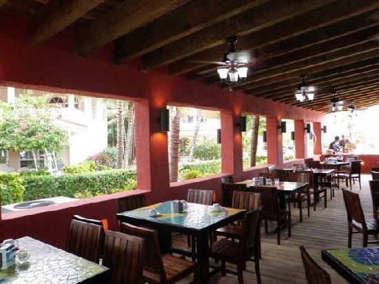Mayan Princess Beach & Dive Resort: Dining room at Mayan Princess