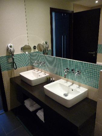 Red & Blue: Double sinks