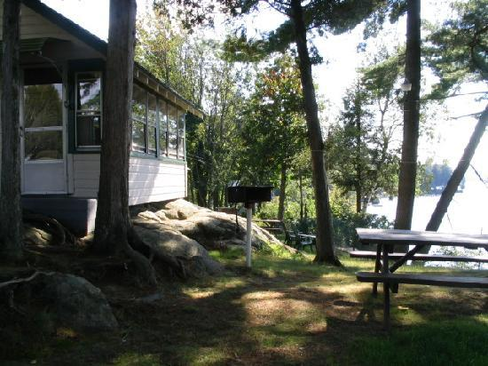 Shamrock Motel & Cottages: Cottage overlooking the lake