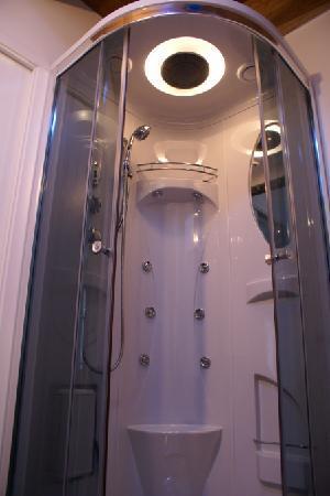 B&B La Casa di Tufo: doccia idromassaggio