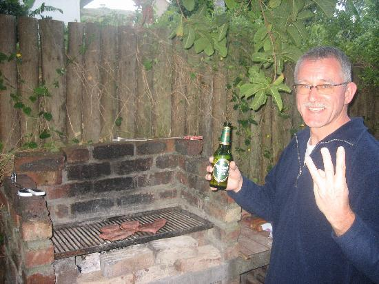 Mountain Magic Garden Suites: '3 beer' at the braai :-)
