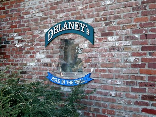 Delaney's Hole in the Wall: Heres the hole