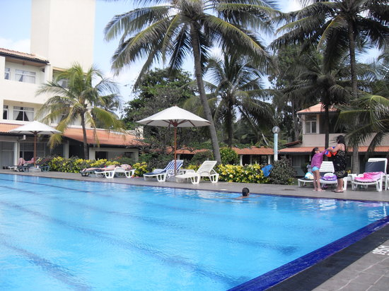 Shini's Place : The pool at local hotel