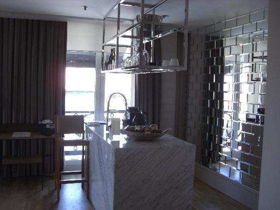 Witt Istanbul Suites: BAR DE LA CHAMBRE