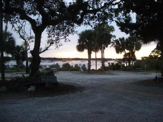 Sunset Isle RV Park & Motel: Park and Water View